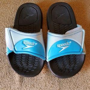 EUC Boys Speedo slides size medium 11-12 blue